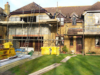 builder in gosport working on house extension